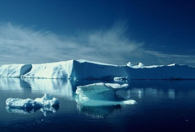 Льды и айсберги.
