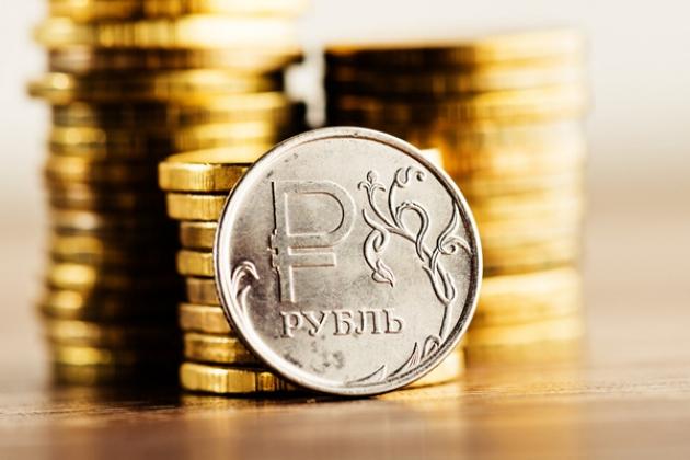 Рубль незначительно растет к основным валютам — данные торгов