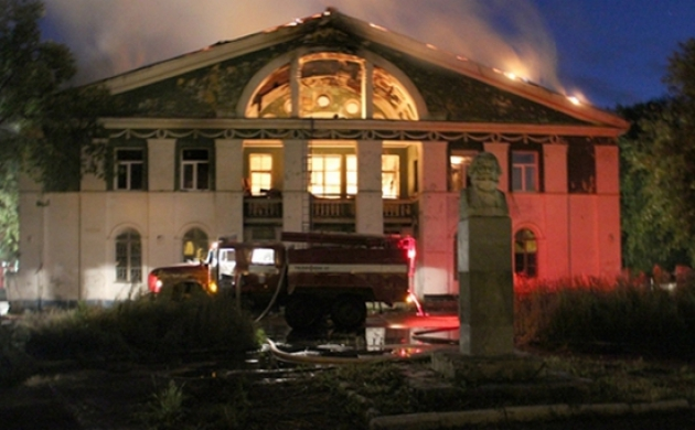 В Прикамье сгорел заброшенный Дом культуры