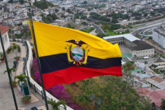 Полиция и армия остаются на стороне президента Эквадора