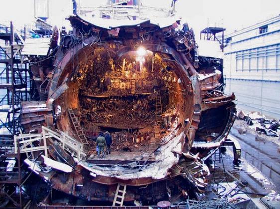 Подводная лодка «Курск» после трагедии.
