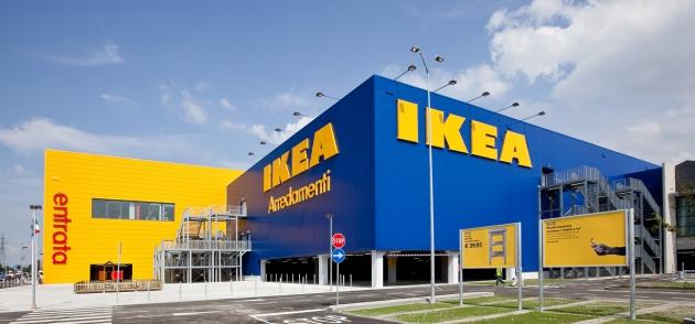 Всплеск насилия в Швеции продолжается: три человека зарезаны в IKEA