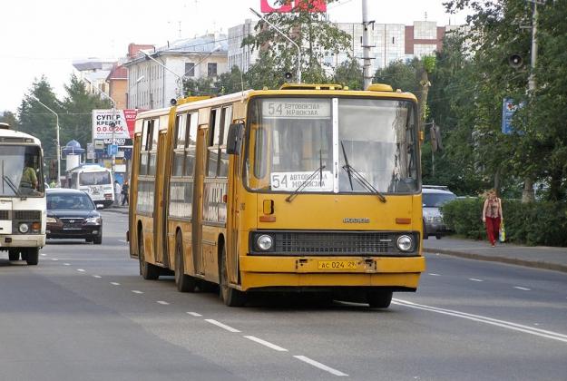 Автобус Троицком проспекте Архангельска.