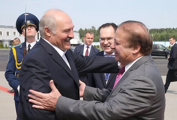 Лукашенко завидует карьере премьера Пакистана