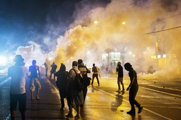 После беспорядков в Фергюсоне введено чрезвычайное положение