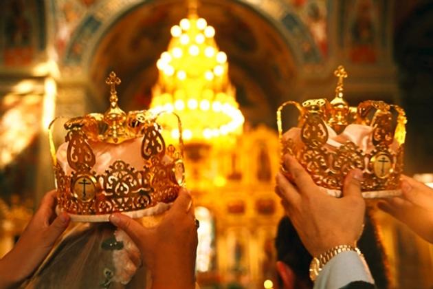 Церковный обряд венчания.