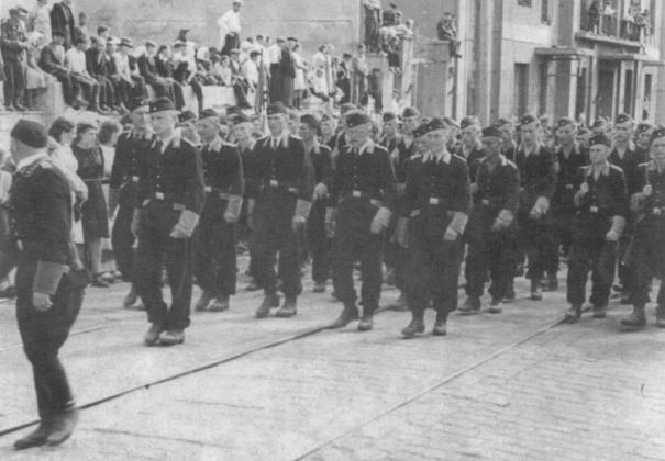 бойцы «Белорусской краевой обороны» —  коллаборантского формирования времён Великой Отечественной войны, созданного по инициативе СС и действовавшего под его эгидой.