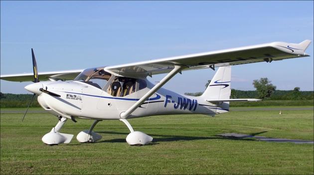 Легкий самолет FK-9ELA.