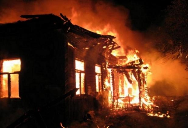 Дом, сгоревший из-за обстрела ВСУ.