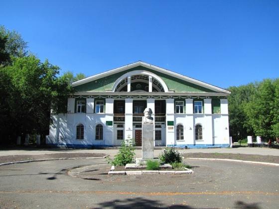 ДК «Машиностроитель» в Кунгуре (до пожара).