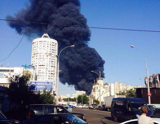 Столб дыма на Мариьно, Москва.