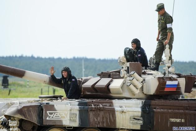 Российская команда по танковому биатлону