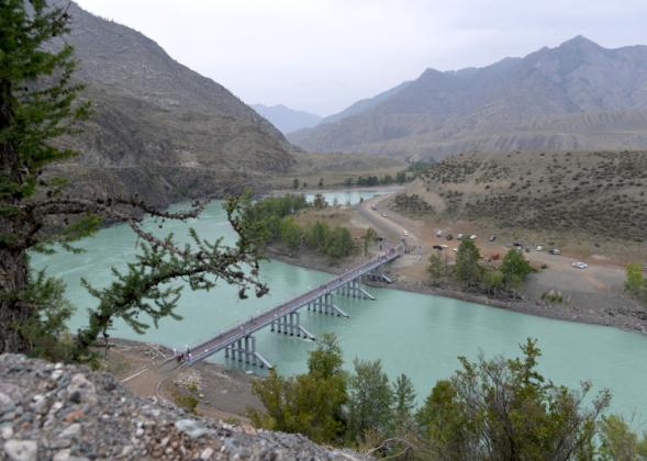 Новый мост на Инегень, Республика Алтай. Фото: gorno-altaisk.info