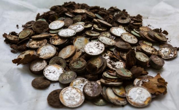 Старинные монеты.