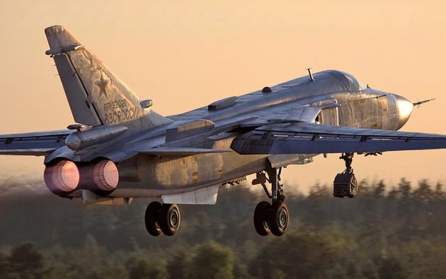Российский фронтовой бомбардировщик Су-24.