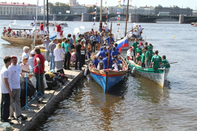 На петербургском Морском фестивале — гонки яхт и полеты гидроциклистов