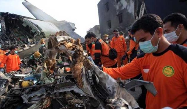 Самолет ATR 42-300, рухнувший в Индонезии, перевозил $470 тысяч