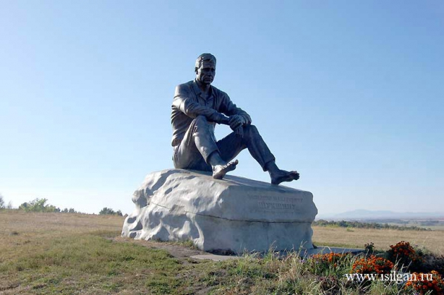 памятник Шукшину в Сростках, фото isilgan.ru