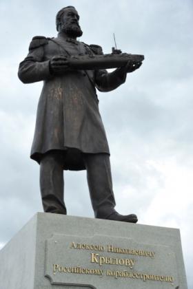 Памятник Алексею Крылову. Фото Бориса Филатова