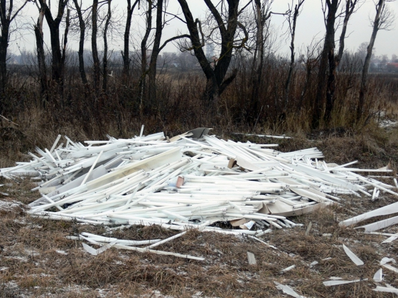 В Липецке 40 ламп с ртутью нашли в мусоре у жилого дома