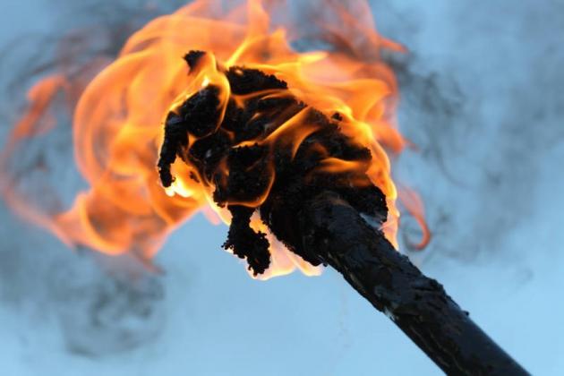 Горящий факел.