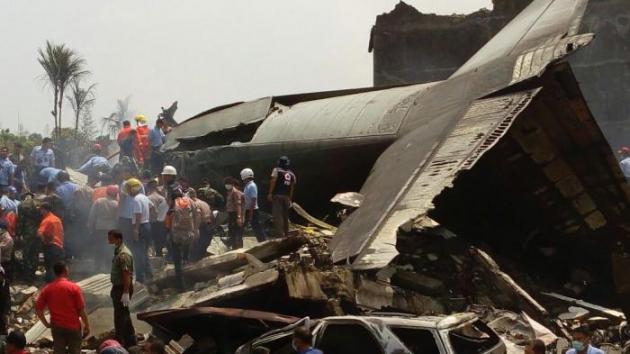 Крушение самолета ATR 42−300 в Индонезии: Обнаружен «черный ящик»