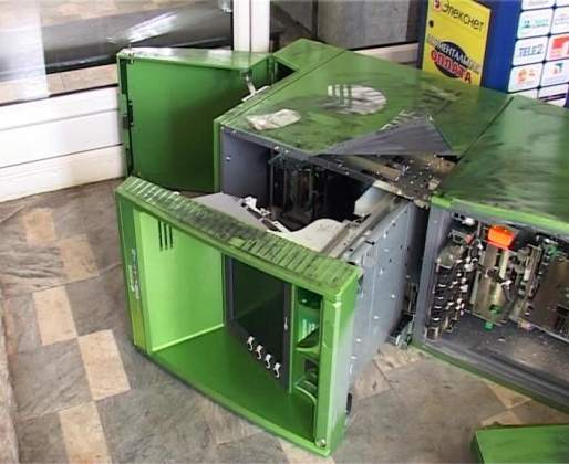 В Екатеринбурге взорвали банкомат и похитили часть денег