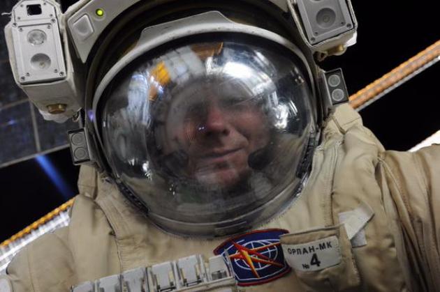 Селфи из открытого космоса члена экипажа МКС опубликовал Роскосмос
