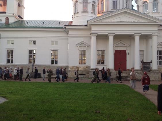Пермские паломники пришли в Ленинградскую область
