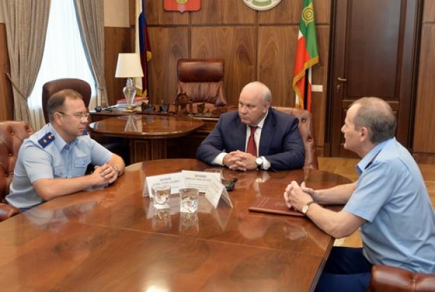 Встреча Дениса Попова с главой Хакасии. Фото: r-19.ru