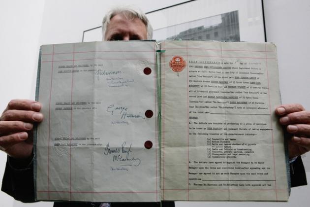 Первый контракт The Beatles.