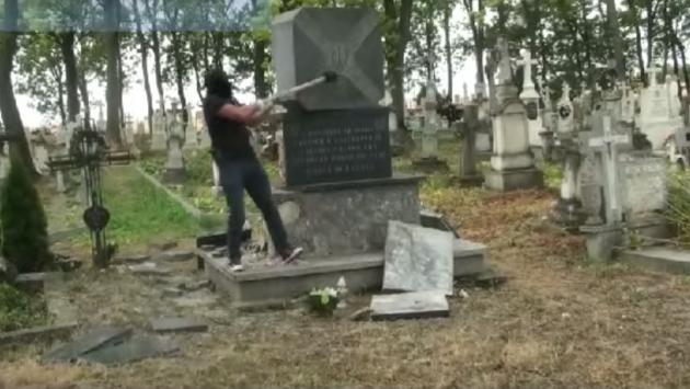 Неизвестные разрушили памятник УПА в Польше