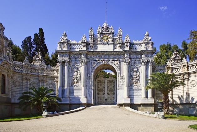 Северные ворота дворца Долмабахче.