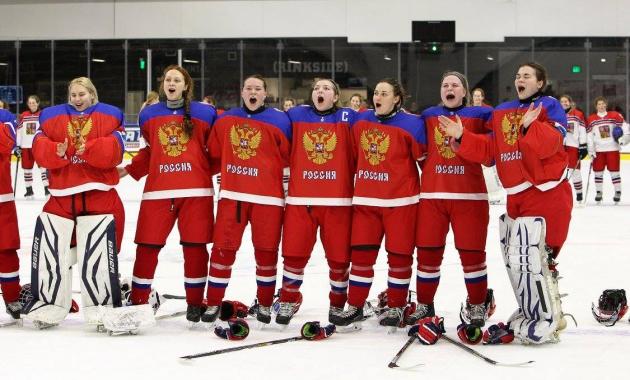 Российские хоккеистки поют гимн. Молодежный чемпионат по хоккею 2015 года