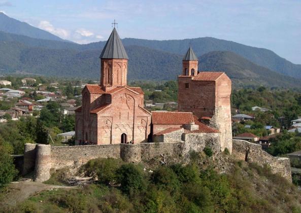 Монастырский комплекс Греми расположен в Кварельском районе. Монастырьбыл построен XVI веке.