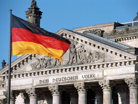 Германия обвинила разведчика в работе на Россию и США