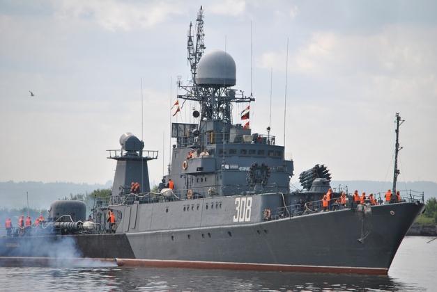 Корабли ВМФ России отразили на Балтике авианалёт условного противника