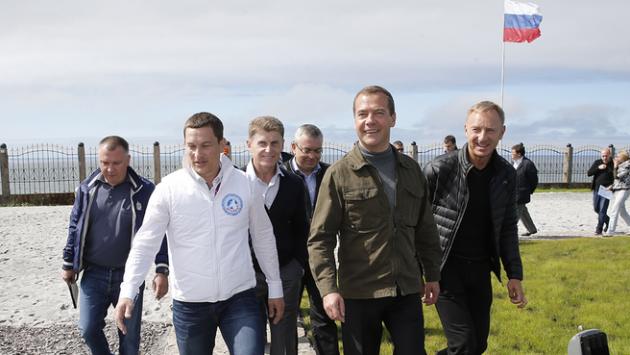 Премьер-министр России Дмитрий Медведев в ходе рабочей поездки по Дальнему Востоку прибыл на Курильские острова.