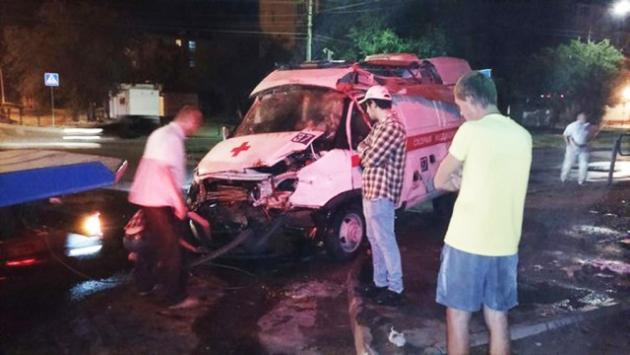 Машина «скорой помощи» попала в ДТП в Астрахани кадр: ntv.ru