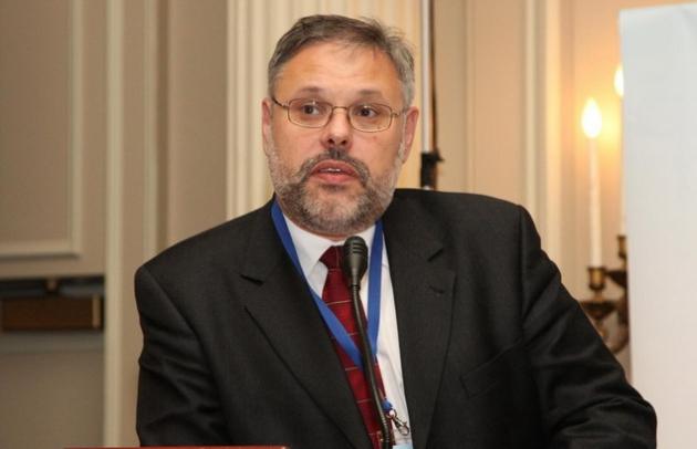 Михаил Хазин.