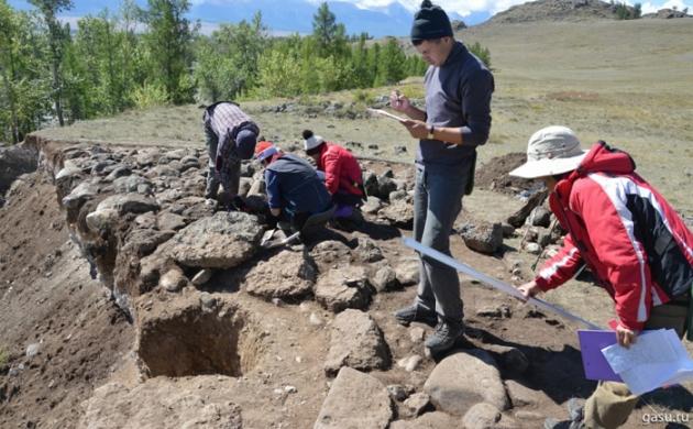 Раскопки у села Курай. Фото: photo.gasu.ru
