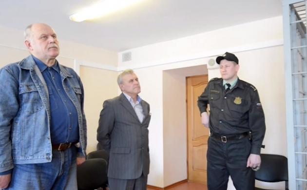 Владимир Макасеев и Сергей Шевердин в зале суда. Фото: gorno-altaisk.info