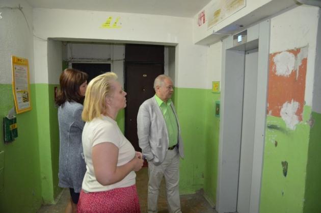 В Калуге приступили к замене устаревших лифтов на комфортабельные