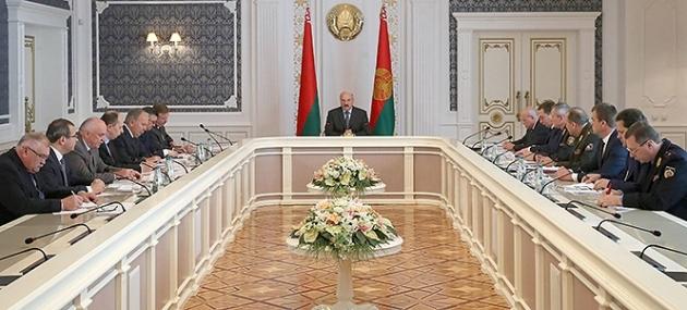 Лукашенко: Дебюрократизация— не повод «упрощаться и упражняться»