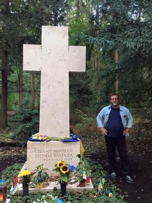 Альфред Кох возложил цветы к памятнику Степану Бандере