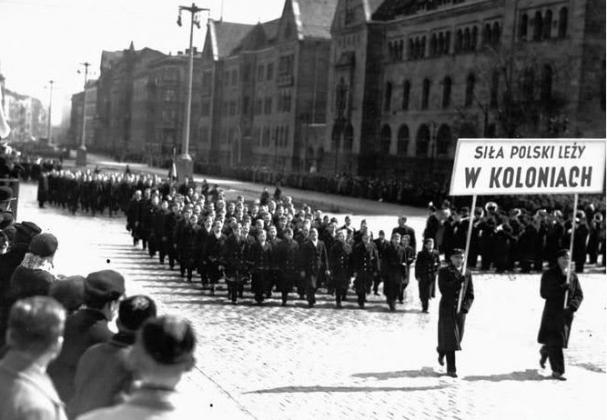 «Сила Польши лежит в колониях»: демонстрация 30-х годов XX века. Фото: Narodowe Archivum Cyfrowe.