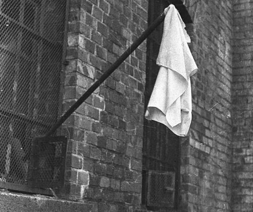 М. Савин. Кенигсберг. Флаг капитуляции на форте. 9 апреля 1945 г.