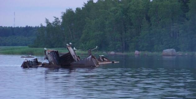 Затонувший корабль в озере Подты.
