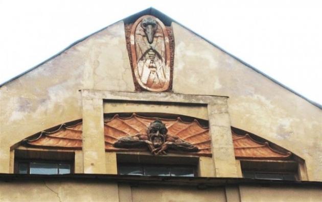 Прокуратура заинтересовалась историей с барельефом Мефистофеля в Петербурге