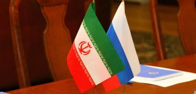 Флаги Ирана и России.